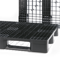 Our Eco family plastic pallets have the optimal cost-benefit ratio. These monoblock pallets, optionally made of HDPE/PP or PO, carry heavy loads with low tare weight – ideal for closed circuits, product distribution, production facilities, and exporting.